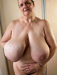 Blondie older mommies having shaved cunt