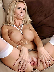 Mature bitches are fingering their hole