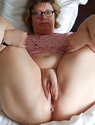 Russian older milfs are getting seminaked on pics