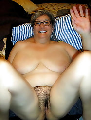 Incredible mature dame is spreading her hips on cam