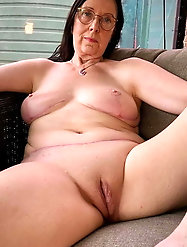 Passionate older mom is showing off her asshole