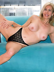 Mature slut is masturbating herself