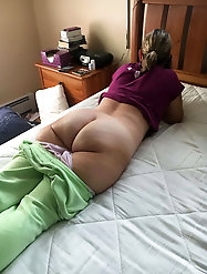 Crazy mature mama is getting nude on pics
