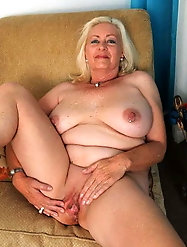 Sexy older cougar likes a tasty boner very much
