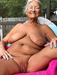 Mad older mama is getting pleasure on pix